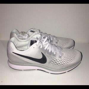 Womens NWT Nike sneakers size 9